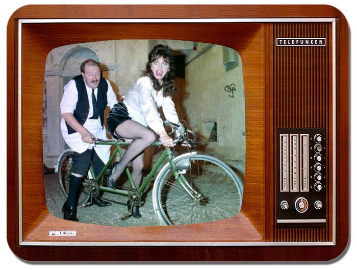 Allo Allo Television Mouse Mat. Rene & Yvette Vintage TV Mouse Pad